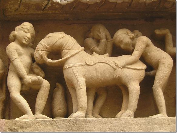 Khajuraho-Lakshmana_Temple_erotic_detal3