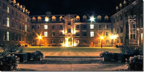 St_Catharine's_College,_Cambridge_(night)