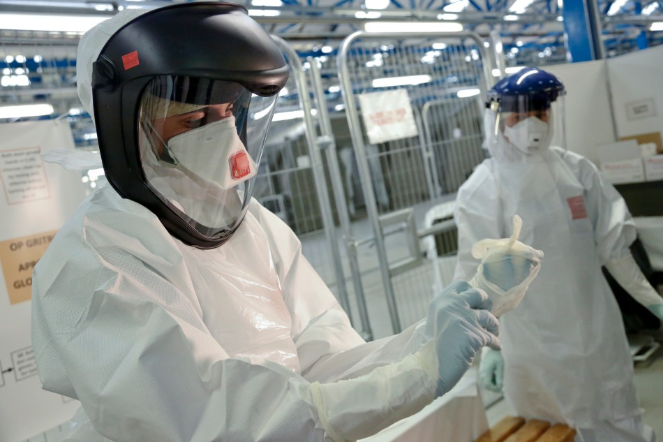 Training NHS Medics in PPE Use (Simon Davis/DFID)